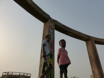 Totem rasta avec Jesus, guide spirituel local, (ça ne s'invente pas !) et son fils !
